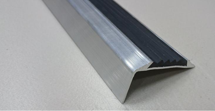 Порог угловой алюминиевый А-38 (Сырой, без покрытия)